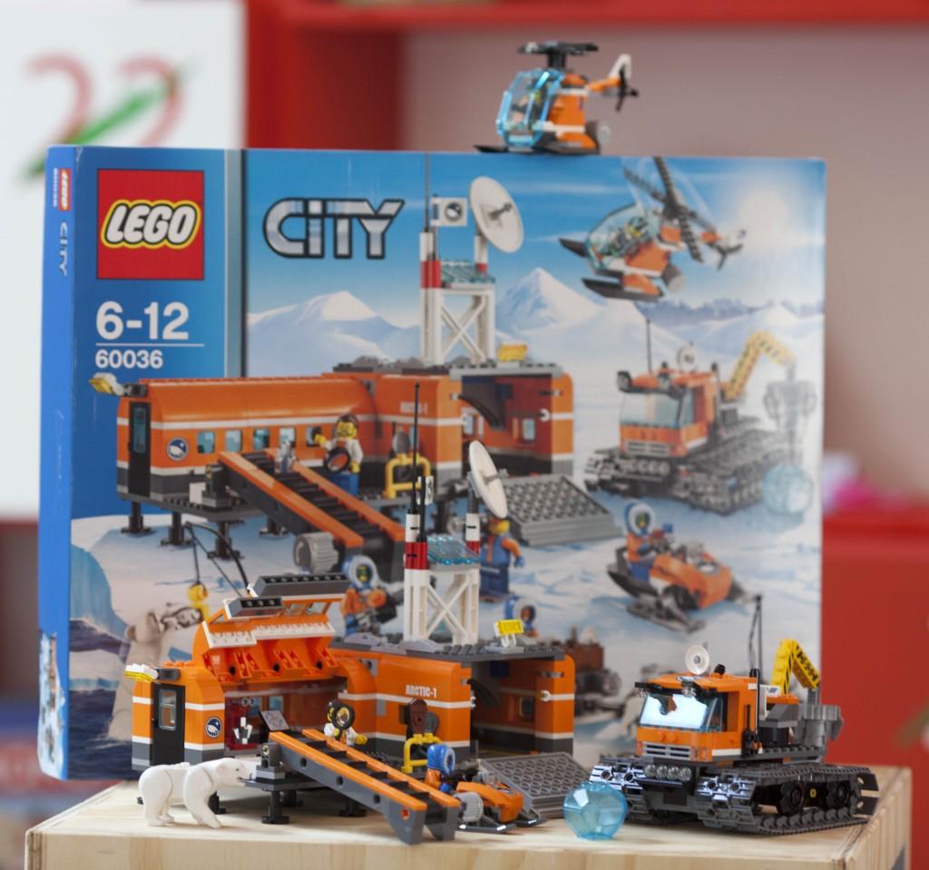 Lego City Arctic Base-Camp