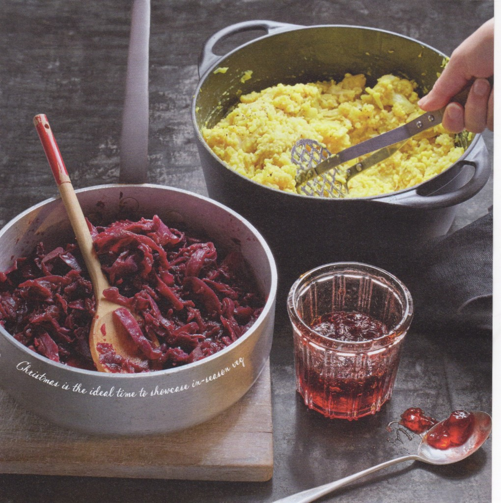 Braised red cabbage with apple.